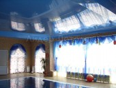 Натяжной потолок в бассейне в коттедже